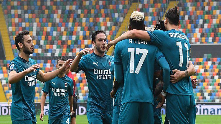 Selebrasi para pemain AC Milan usai berhasil membobol gawang Udinese dalam lanjutan Serie A Italia 2020/21. Copyright: © Alessandro Sabattini/Getty Images