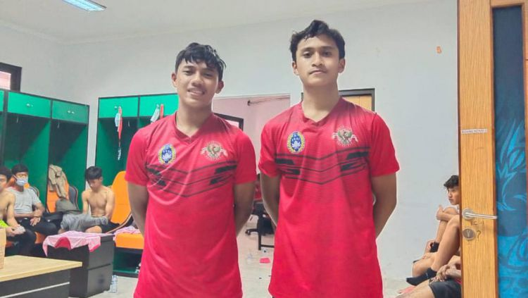 Mohammad Dzulfikar Maliki dan Muhammad Iqbal Priambudi, dua pemain Arema FC yang lolos akademi Arema FC Copyright: © Media Officer Arema FC
