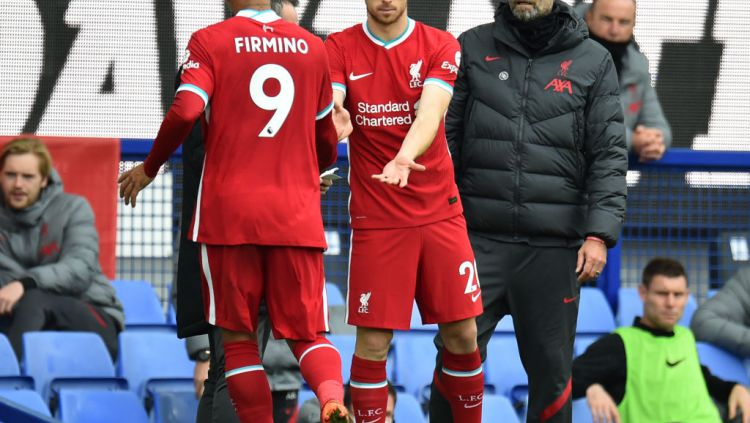 Roberto Firmino, Diogo Jota, dan pelatih Liverpool, Jurgen Klopp Copyright: © Andrew Powell/Liverpool FC via Getty Images