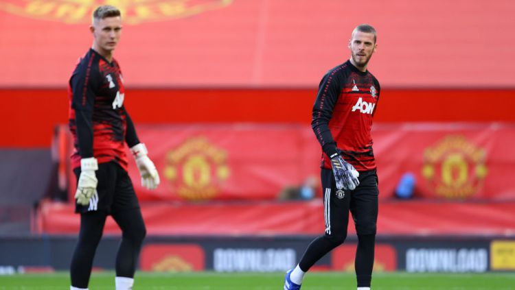 Dilema Manchester United terkait dua kipernya, David de Gea dan Dean Henderson. Copyright: © Richard Heathcote/Getty Images