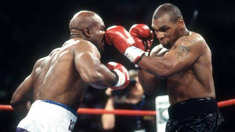 Mike Tyson vs Evander Holyfield. Copyright: © Focus on Sport/Getty Images