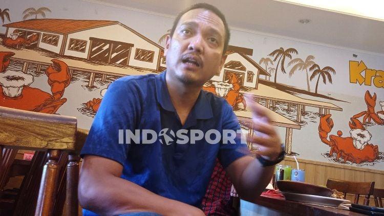 Anggota DPR RI, Yoyok Sukawi ketika melakukan dialog dengan awak media di Semarang. Copyright: © Alvin Syaptia Pratama/INDOSPORT
