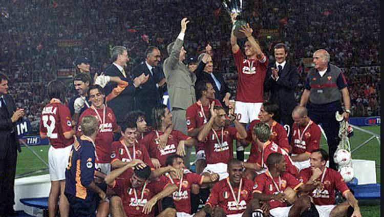 Kompetisi musim 2000/01 akan selalu dikenang sebagai masa terbaik AS Roma usai sukses meraih gelar juara Serie A Liga Italia. Copyright: © Istimewa