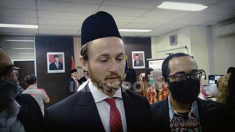 Pemain Persija Jakarta Marc Klok resmi menyandang status Warga Negara Indonesia. Copyright: © Zainal Hasan/INDOSPORT
