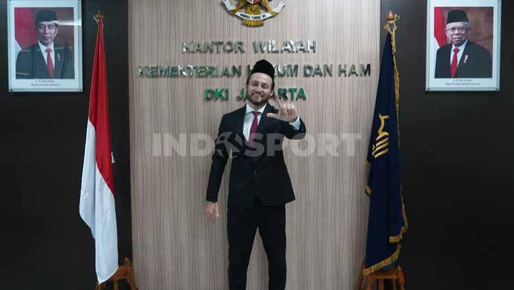 Pemain Persija Jakarta Marc Klok resmi menyandang status Warga Negara Indonesia. Copyright: © Persija