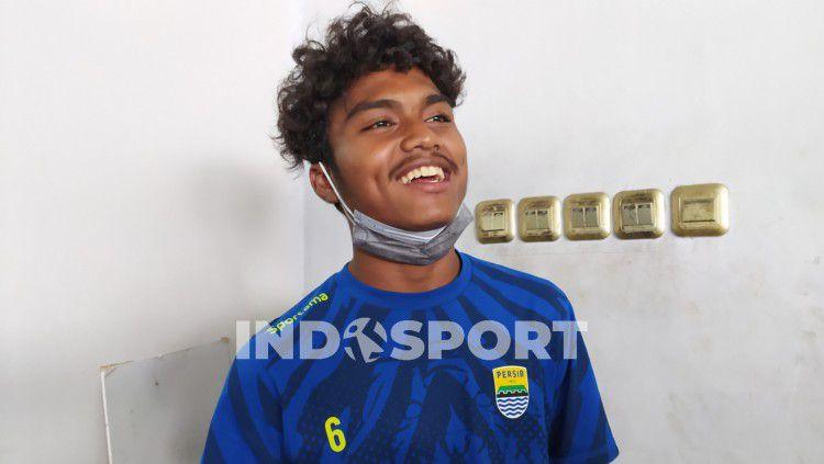 Pemain muda Persib Bandung, Saiful, saat ditemui di Graha Persib, Jalan Sulanjana, Kota Bandung, Selasa (03/11/2020). Copyright: © Arif Rahman/INDOSPORT