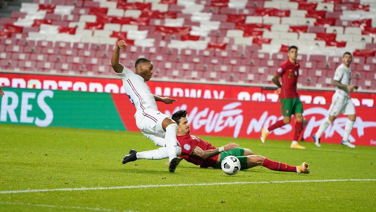 Aksi Anthony Martial dalam pertandingan UEFA Nations League antara Portugal vs Prancis, Sabtu (14/11/20). Copyright: © Equipe de France