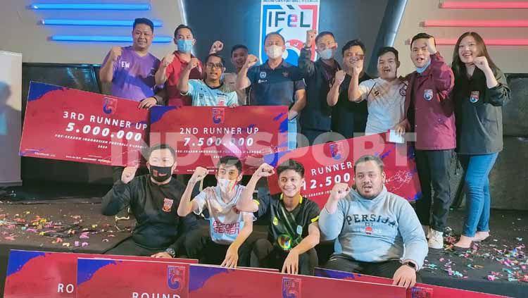 Podium juara turnamen eSports IFeL 2020, Minggu (15/11/20).4 Copyright: © Martini/INDOSPORT
