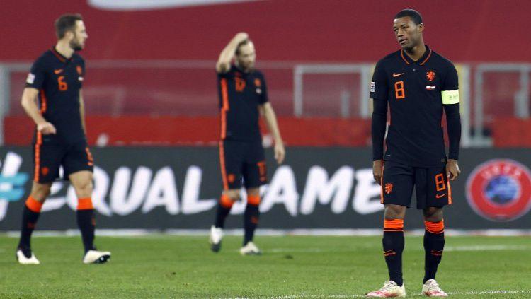 Kekecewaan para pemain Belanda di laga melawan Polandia dalam lanjutan UEFA Nations League Copyright: © Twitter @EURO2020