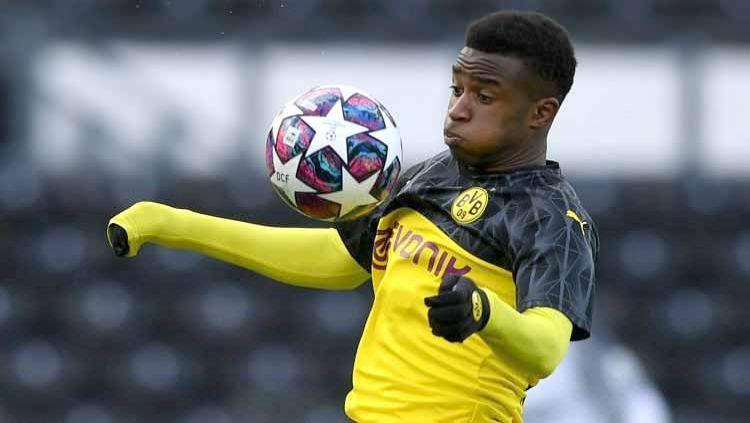 Wonderkid Borussia Dortmund, Youssoufa Moukoko, siap mengguncang Bundesliga Jerman. Copyright: © Twitter@almanfutbolu1