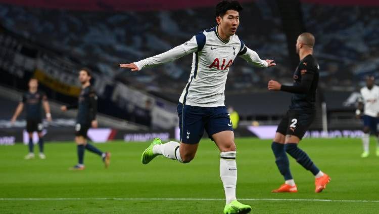 Pemain Totenham Hotspur, Son Heung-min, merayakan golnya ke gawang Manchester City dalam pertandingan Liga Inggris, Minggu (22/11/20) dini hari WIB. Copyright: © Neil Hall - by Pool/Getty Images