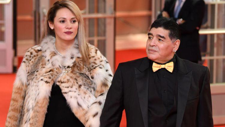 Rocio Geraldine Oliva bersama dengan Diego Maradona Copyright: © Matthias Hangst/Bongarts/Getty Images