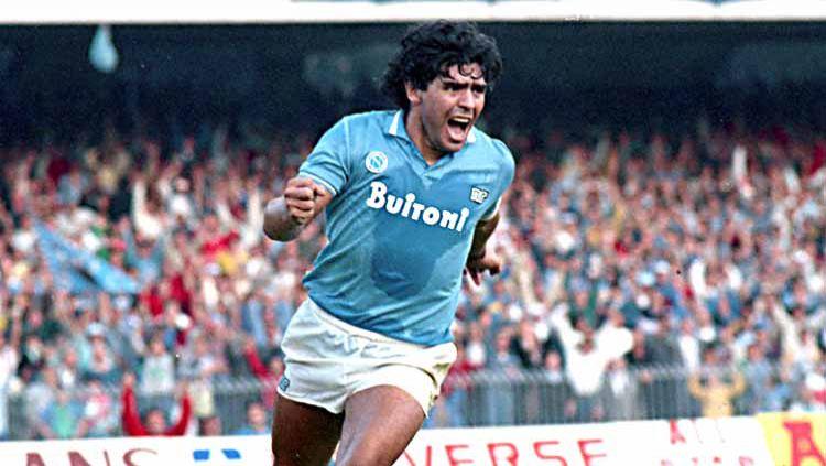 Diego Maradona, saat berseragam Napoli 1986. Copyright: © Etsuo Hara/Getty Images