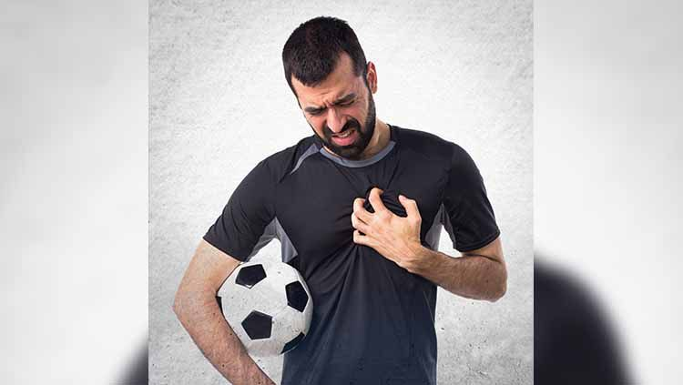 Ilustrasi pemain sepak bola terkena serangan jantung Copyright: © Shutterstock