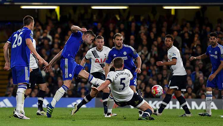 Salah satu momen di laga 'Battle of the Bridge' antara Chelsea vs Tottenham Hotspur (3 Mei 2016). Copyright: © Shaun Botterill/Getty Images