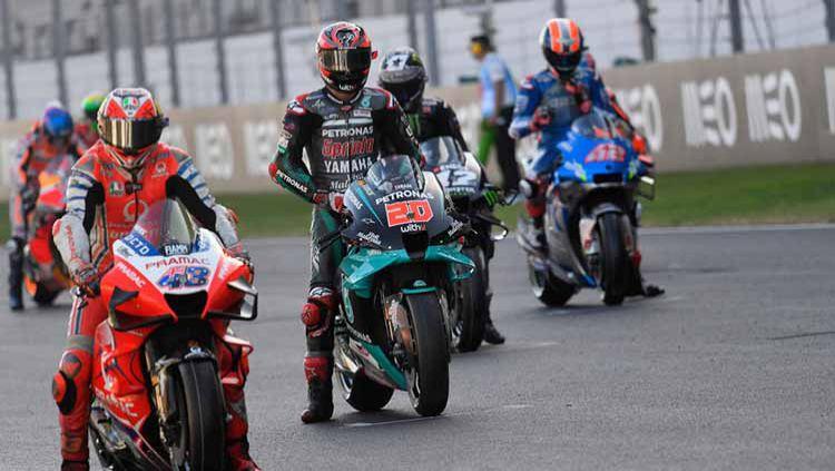 Pembalap MotoGP seri saat start dari grid, MotoGP di Algarve, Portugal. Copyright: © Mirco Lazzari gp/Getty Images