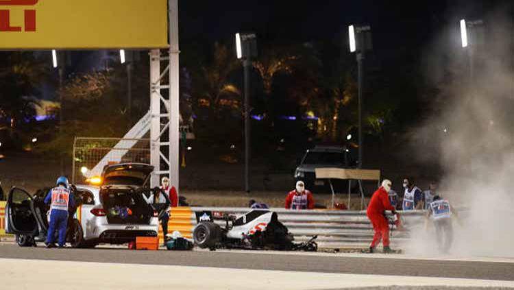 Momen kecelakaan Romain Grosjean di F1 GP Bahrain. Copyright: © Hamad Mohammed - Pool/Getty Images