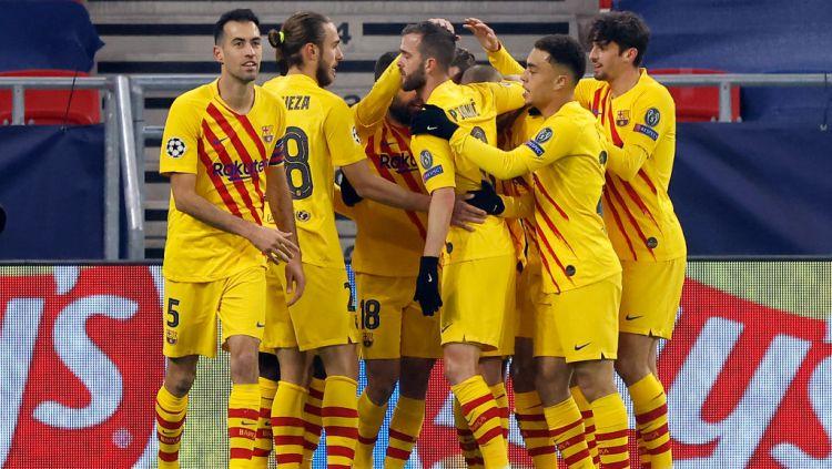 Antoine Griezmann selebrasi usai mencetak gol untuk Barcelona di Liga Champions. Copyright: © Laszlo Szirtesi/Getty Images