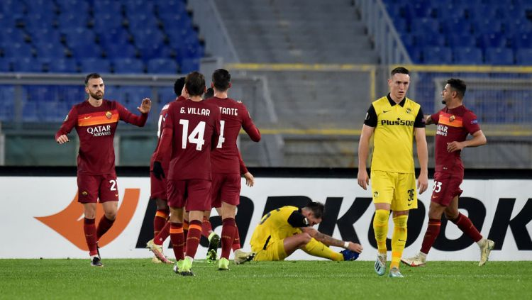 Borja Mayoral merayakan golnya dalam laga AS Roma vs Young Boys Copyright: © Tullio Puglia - UEFA/UEFA via Getty Images