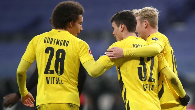 Giovanni Reyna berselebrasi usai mencetak gol dalam laga Frankfurt vs Borussia Dortmund Copyright: © Alex Grimm/Getty Images