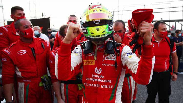 Mick Schumacher, juara dunia F2 2020. Copyright: © Joe Portlock - Formula 1/Formula 1 via Getty Images