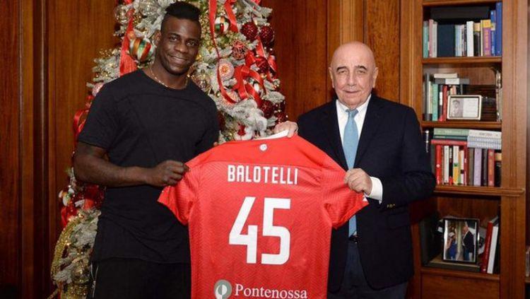 Mario Balotelli resmi bergabung ke AC Monza Copyright: © twitter.com/FabrizioRomano