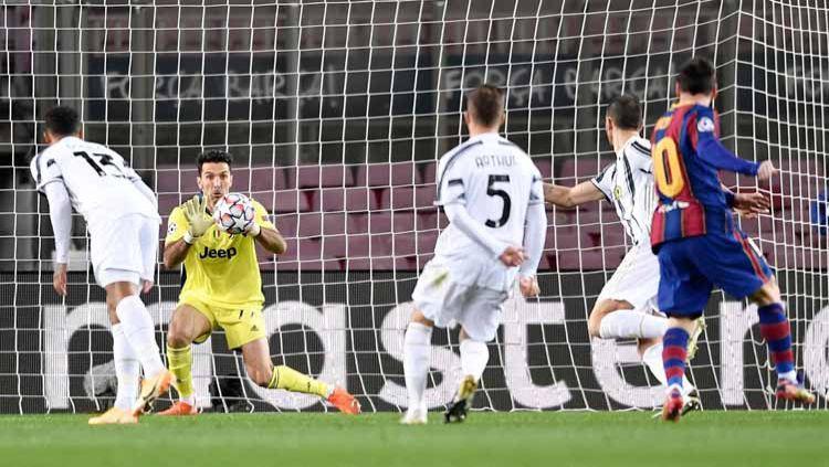 Kiper Juventus, Gianluigi Buffon di laga Liga Champions 2020-2021. Copyright: © Twitter@juventusfcid