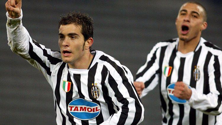 Selebrasi gol Enzo Maresca dalam pertandingan Liga Champions antara Juventus versus Olympiacos, 10 Desember 2003. Copyright: © Juventus