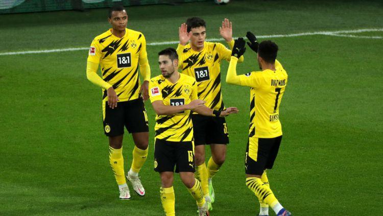 Selebrasi Giovanni Reyna usai mencetak gol dalam laga Borussia Dortmund vs Stuttgart Copyright: © Focke Strangmann - Pool/Getty Images