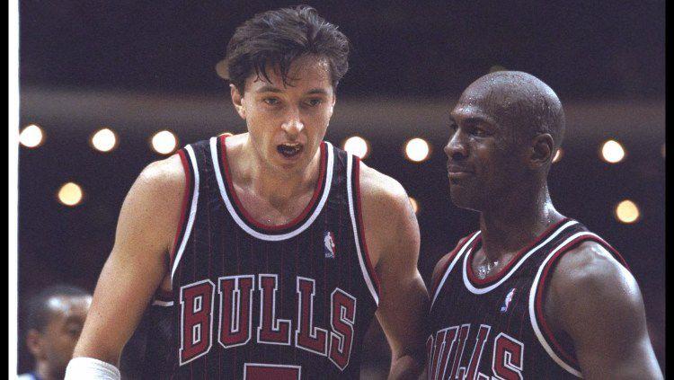 Toni Kukoc dan Michael Jordan ketika bermain di Chicago Bulls. Copyright: © Jonathan Daniel /Allsport