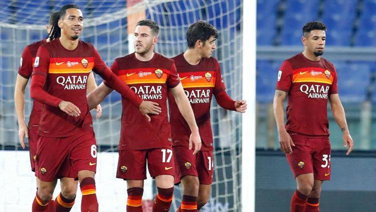 Lakukan hal konyol di laga Coppa Italia kontra Spezia, AS Roma ulangi momen memalukan selayaknya di Serie A Liga Italia. Copyright: © Matteo Ciambelli/DeFodi Images via Getty Images