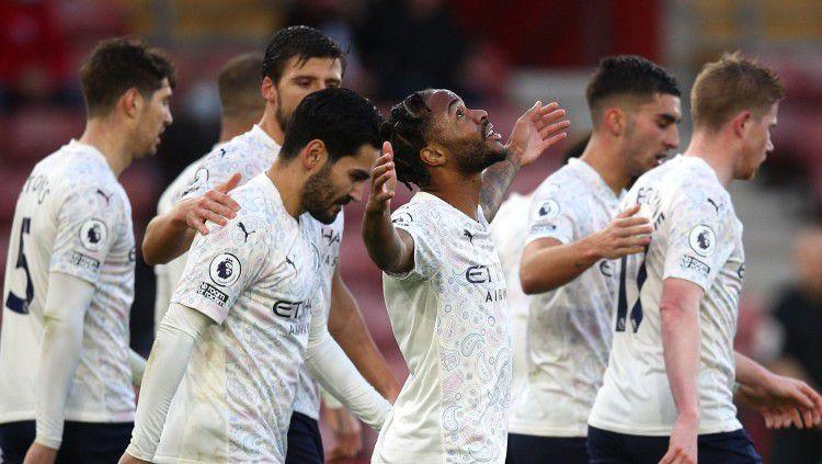 Raheem Sterling merayakan golnya di laga Southampton vs Man City Copyright: © twitter.com/ManCity
