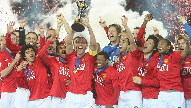Momen Manchester United menjuarai Piala Dunia Klub usai mengalahkan LDU Quito di final, 21 Desember 2008. Copyright: © Manchester United