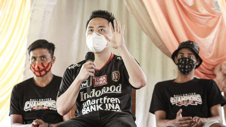 Presiden Bali United Basketball, Philmon Tanuri saat menjelaskan tentang keikutsertaan timnya di Indonesia Basketball League (IBL) 2021. Copyright: © Bali United