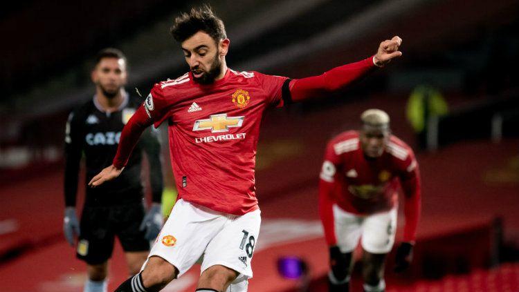 Proses terjadinya gol Bruno Fernandes di laga Manchester United vs Aston Villa. Copyright: © Ash Donelon/Manchester United via Getty Images