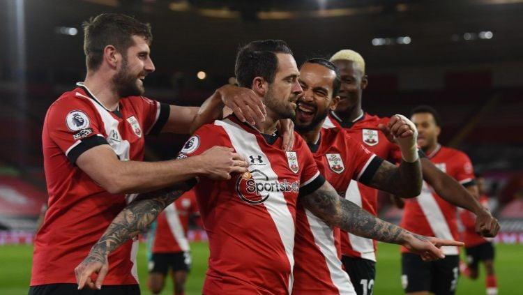 Danny Ings merayakan gol tunggal kemenangan Southampton atas Liverpool Copyright: © Twitter @premierleague