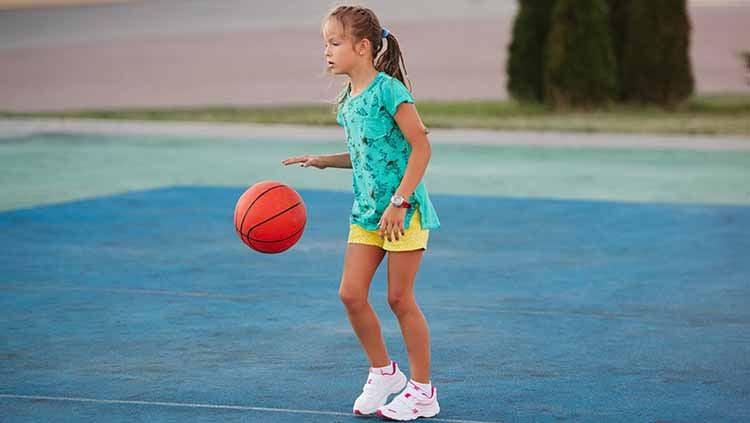 Materi olahraga murid-murid di rumah. Copyright: © Shutterstock/ AlohaHawaii