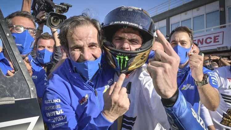 Manajer Team Suzuki Ecstar, Davide Brivio (kiri), bersama sang pembalap, Joan Mir. Copyright: © Motogp.com