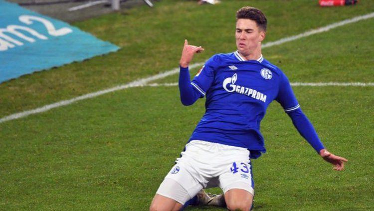 Matthew Hoppe merayakan gol kemenangan Schalke atas Hoffenheim Copyright: © Twitter @s04_en