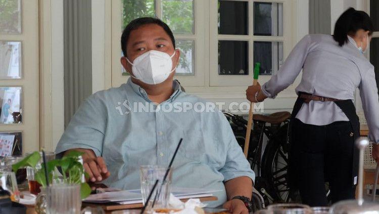 General Manager PSIS Wahyoe 'Liluk' Winarto ketika rapat jajaran petinggi PSIS. Copyright: © Alvin Syaptia/INDOSPORT