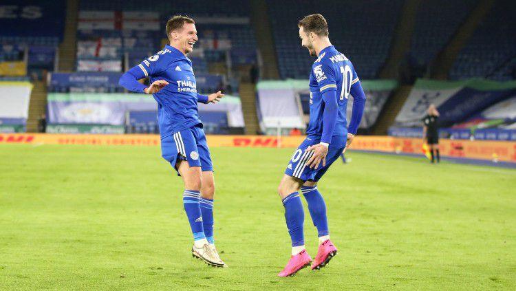 Gelandang Leicester City, James Maddison merayakan golnya ke gawang Chelsea Copyright: © twitter.com/lcfc