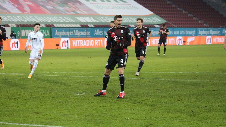 Berikut hasil laga Bundesliga Jerman Augsburg vs Bayern Munchen. Copyright: © Twitter @FCBayernEN