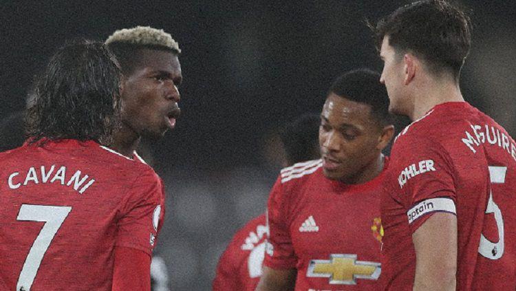 Berikut hasil pertandingan Liga Inggris antara Fulham vs Manchester United. Gol penentu Paul Pogba bawa Setan Merah menang dan kembali ke puncak klasemen. Copyright: © Twitter @Manutd