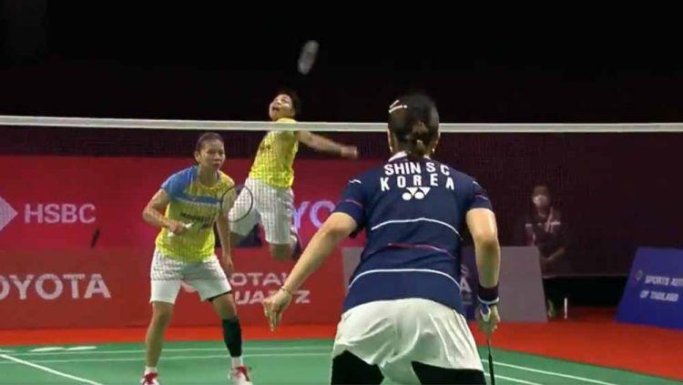 Pebulutangkis ganda putri Indonesia Greysia Polii mengaku tak menyesal walaupun harus tersingkir di babak semifinal Toyota Thailand Open 2021. Copyright: © Twitter@bwfmedia