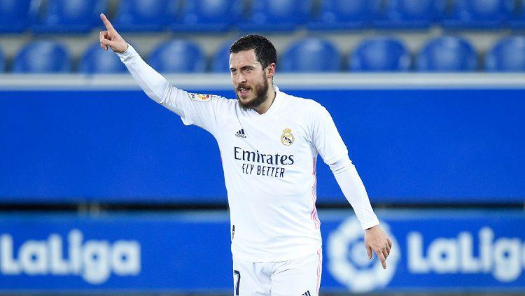 Eden Hazard melakukan selebrasi usai mencetak gol di laga Alaves vs Real Madrid Copyright: © Twitter @realmadriden