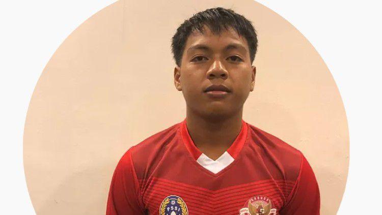 Berikut profil pemain Garuda Select 3 yang tengah menjalani latihan di Inggris, yaitu Roki. Ia merupakan pemain sepak bola muda asal Sambas. Copyright: © Program Garuda Select
