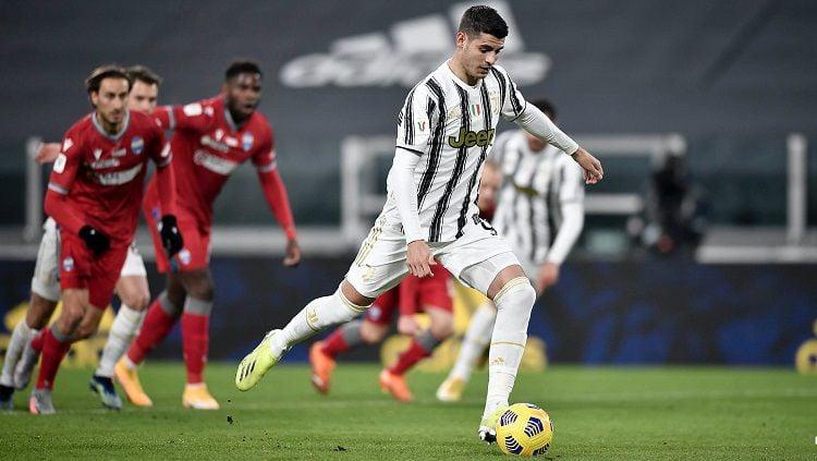 Alvaro Morata mencetak gol lewat penalti di laga Coppa Italia antara Juventus vs SPAL Copyright: © Twitter @juventusfcen