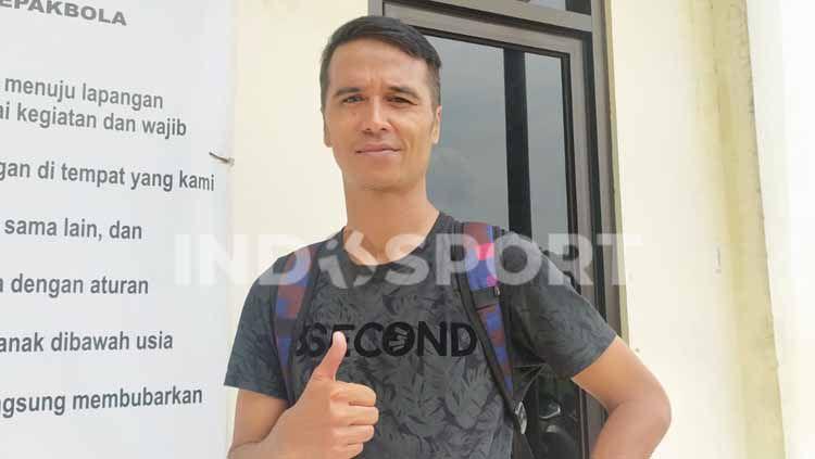 Mantan pemain Persib Bandung, Usep Munandar saat ditemui redaksi berita olahraga INDOSPORT. Copyright: © Arif Rahman/INDOSPORT
