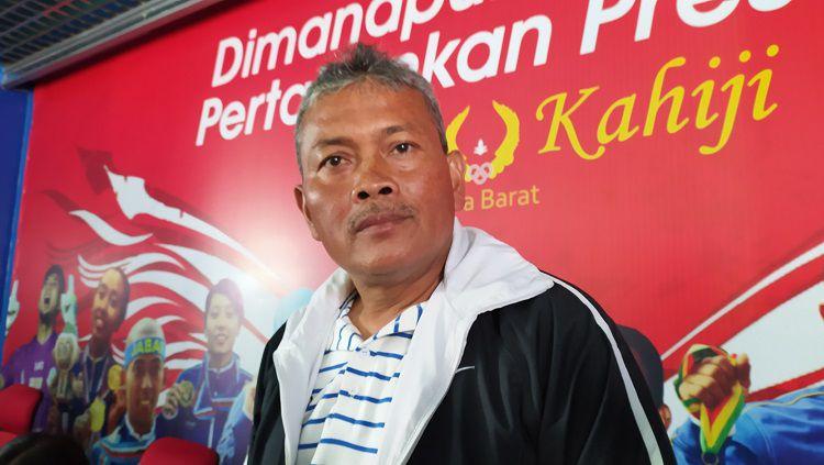 Pelatih tim sepak bola putri Jawa Barat untuk PON XX 2021 Papua, Ronny Remon. Copyright: © Arif Rahman/INDOSPORT