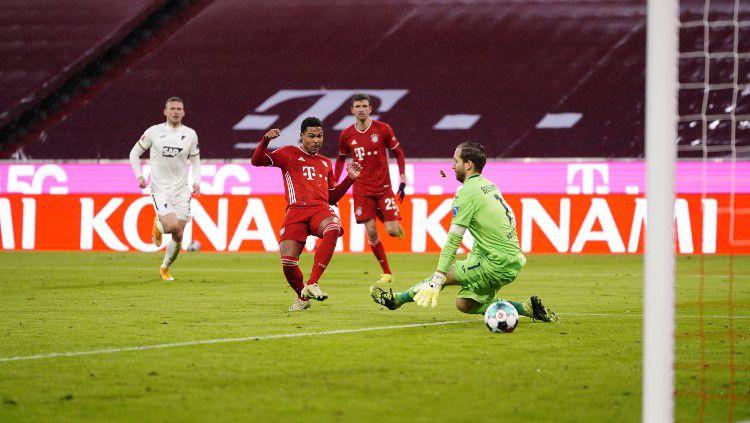 Serge Gnabry mencetak gol di laga Bayern Munchen vs Hoffenheim Copyright: © twitter.com/fcbayern